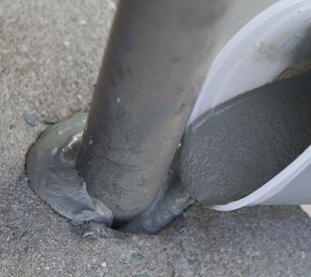 کاشت پیچ یا میلگرد با استفاده از مواد پایه سیمانی
